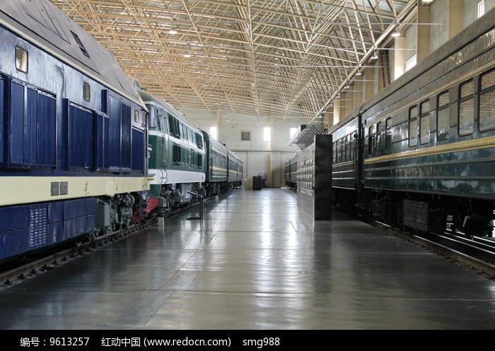 绿皮火车车厢图片