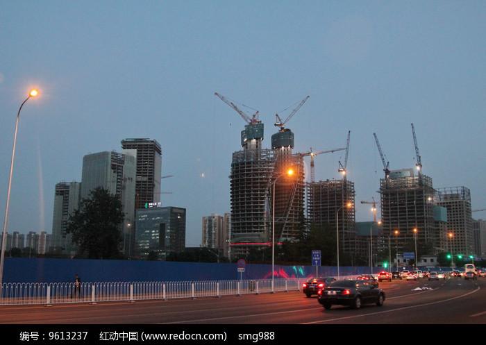 在建的丽泽商务区夜景图片