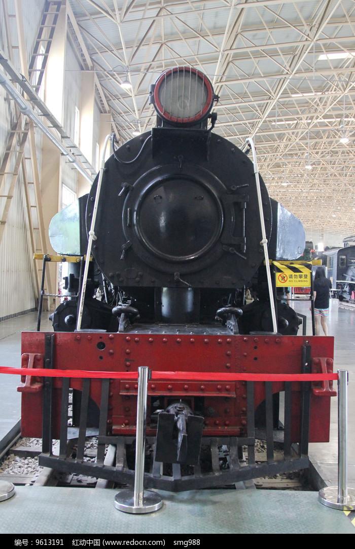 窄轨蒸汽小火车的车头图片