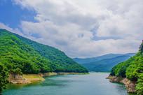 本溪关山湖水库与群山白云