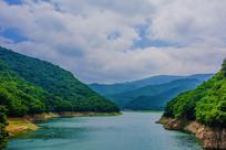 本溪关山湖水库与山峰群山