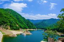 本溪关山湖水库与连绵群山