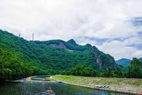 本溪关山湖下游河岸与山峰群山