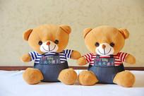 毛绒绒玩具可爱的一对小熊