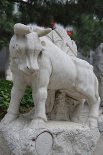 老牛牛十二生肖石雕像