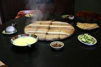 农家铁锅菜大饼玉米粥