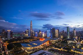 市民中心周围的城市夜景