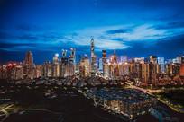 夕阳西下的城市夜景