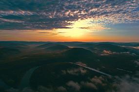 大兴安岭河流山峦朝阳云海