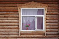 木刻楞雕花的窗户