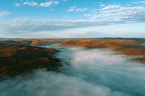 秋季山林云海风光