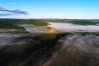 绿色林海晨雾迷漫(航拍)