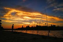 夕阳中的垂钓