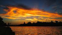 夕阳中渔者远景