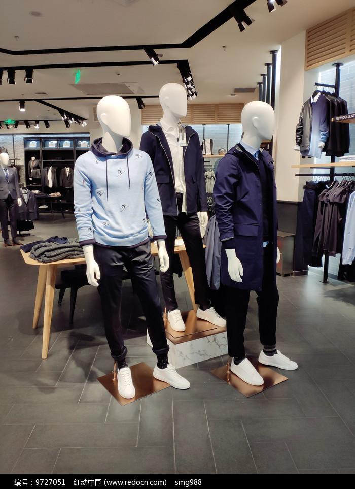 服装店面橱窗模特展台设计图片