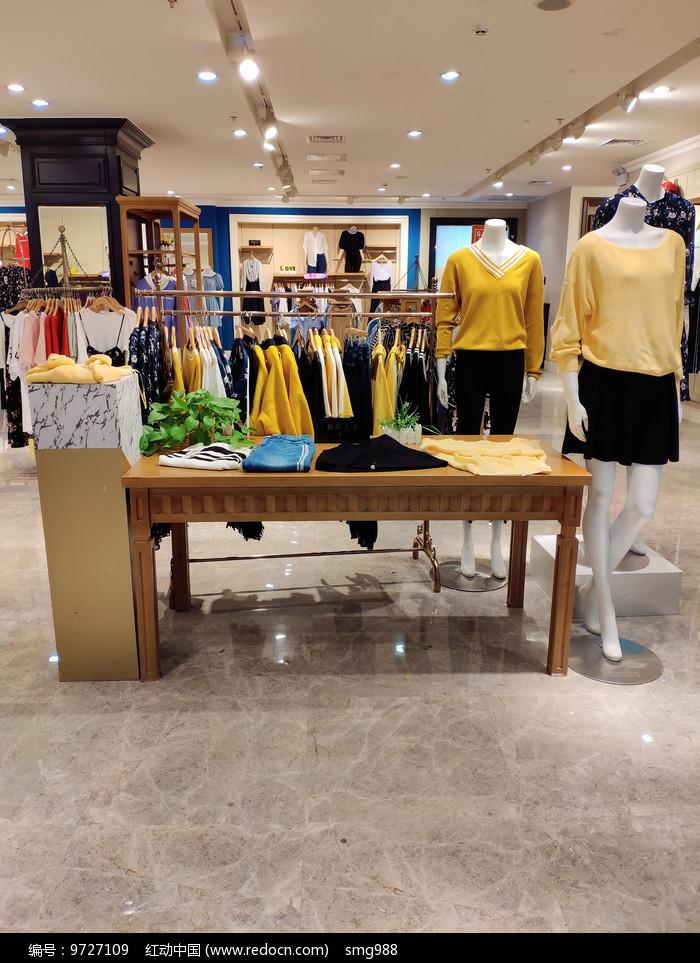 品牌女装店面展位室内设计图片