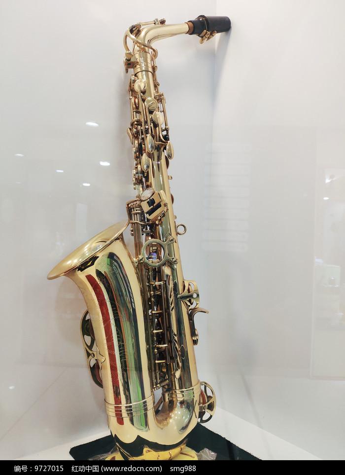 萨克斯铜管吹奏乐器图片