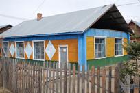 俄式木板彩色木屋木栅栏院落