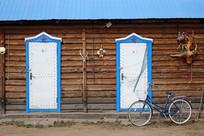 俄式木板木屋老宅雕花的房门