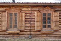 俄式木刻楞木屋雕花的窗户