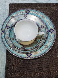 餐碟上的咖啡杯