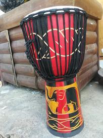丽江古城的非洲手鼓