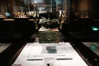 龙纹铜方壶