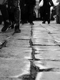 光滑的石板路