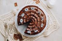 俯拍巧克力蛋糕