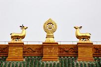 寺庙鎏金法轮山羊雕像