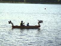 游乐场划龙舟