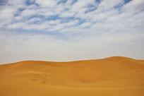 起伏的沙漠地貌