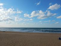 沙滩白云风景