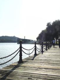 海边浮桥木桥围栏