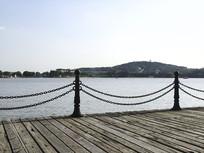 海边浮桥木桥围栏图片