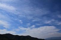 蓝天薄云景观