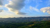 嵩山山脉上空的风卷云