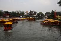 秦淮河里的游船