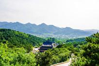 千山皈源寺建筑群与山路俯视图