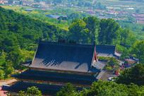 千山皈源寺建筑群与树林俯视图