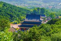 千山皈源寺建筑群与树林俯瞰图