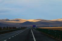 晚秋的农田和公路