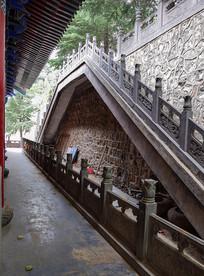石墙上的楼梯