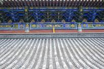 寺院瓦房和廊下斗拱