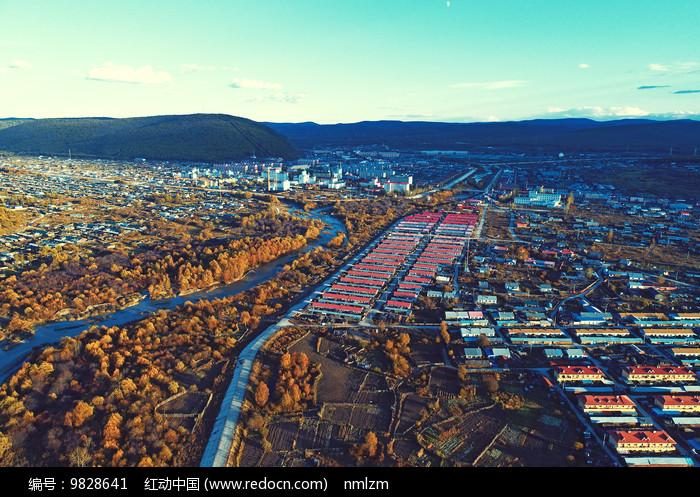 航拍大兴安岭林区山林小镇图片