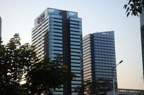 夕阳下的华鸿商贸大厦