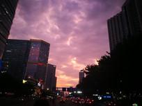 傍晚的紫色天空