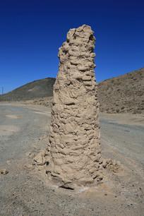 戈壁荒漠图腾柱