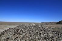 西北荒漠风化的碎石山区