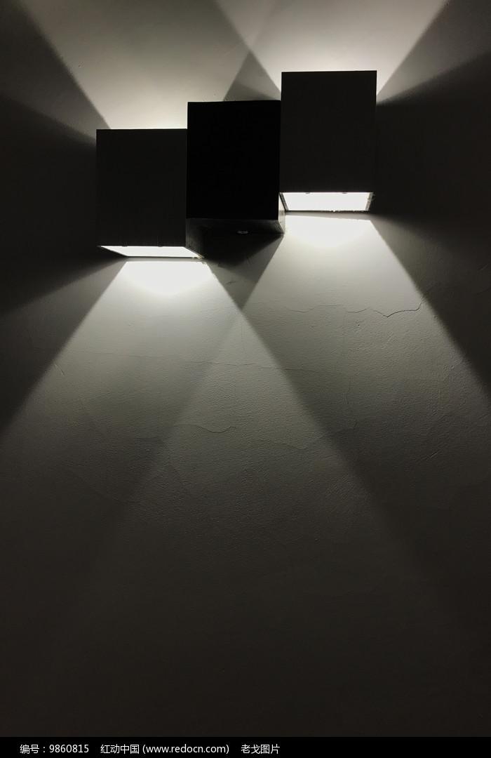 壁灯灯光图片